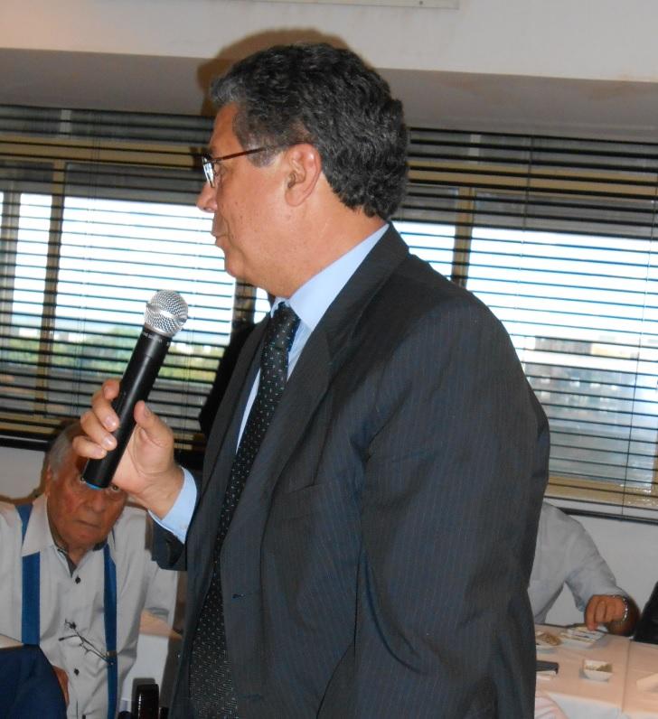fdes_08-jenner de morais - recebeu diploma de membro vitalcio do fdes e esteve em reunio de 27.2.2014